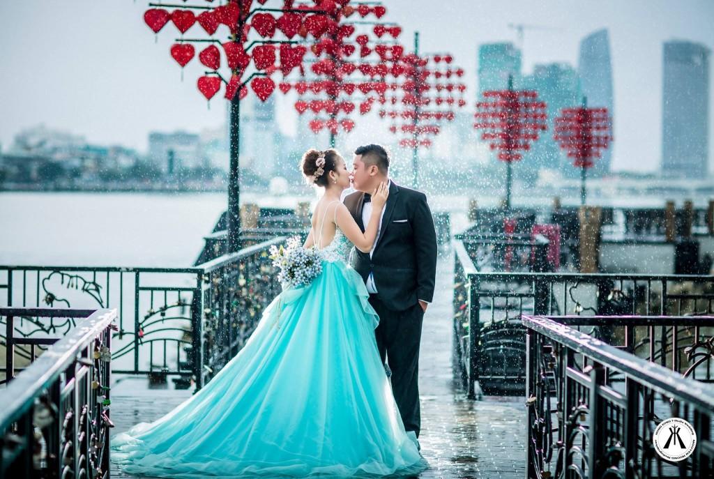 Ảnh cưới tại Cầu Tình Yêu